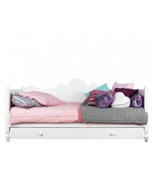 Letto divano in legno belle di bopita cameretta di pippi for Divano letto per bambini
